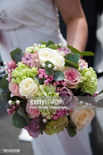 Bridal Bouquet Plant Pruning : Getty images