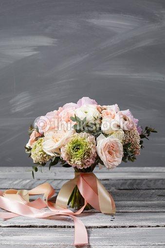 Brautstrauss Hochzeit Schoner Blumenstrauss Von Weiss Rosa Blumen Und