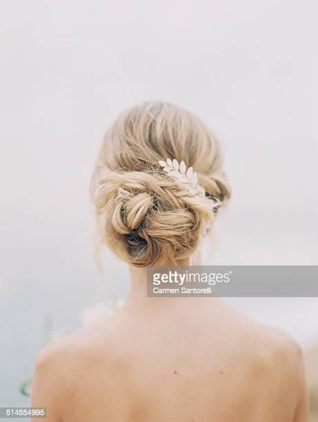 Cheveux relev s sur la t te photos et images de collection for Aate beauty salon