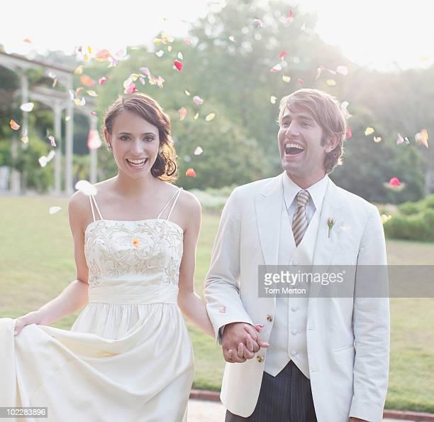 Sposa e lo sposo tiene le mani