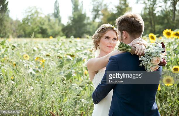 Noiva e Noivo no dia do casamento natureza