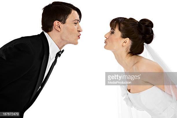 Sposa e lo sposo Baciare