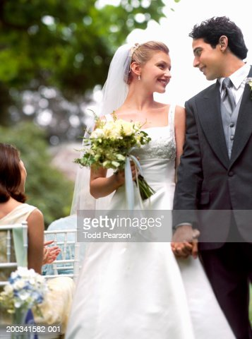 middle eastern single women in groom Find middle easterners interested in getting married on lovehabibi browse middle eastern matrimonial ads worldwide and find the right person for you.