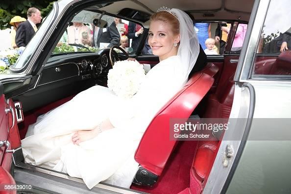 bride-franziska-princess-zu-saynwittgensteinberleburg-born-balzer-picture-id586439010