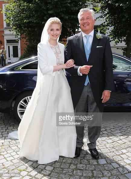 bride-franziska-prinzessin-zu-saynwittgensteinberleburg-born-balzer-picture-id586438440