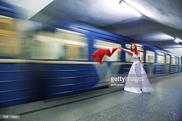 Mariée dans la station de métro