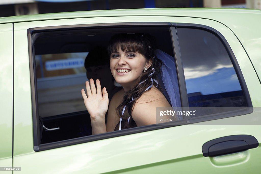Novia en el coche : Foto de stock