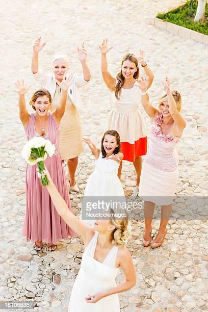 花嫁着のフラワーブーケ