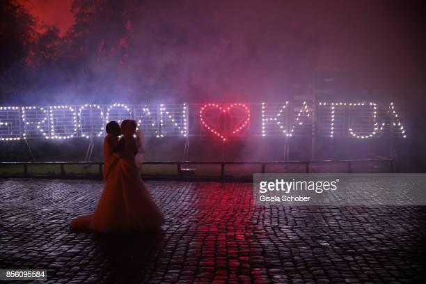 Bridegroom Erdogan Atalay and his wife Katja Ohneck dance in the rain during their church wedding at Heidelberg Castle on September 30 2017 in...