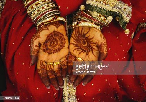 Bride's mehndi : Stock Photo