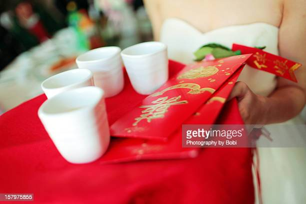 Bridesmaids and red envelope of Chinese wedding