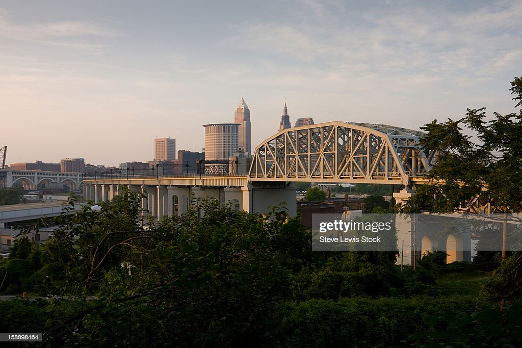 Bridge and downtown view of Cleveland, Ohio : Stock Photo