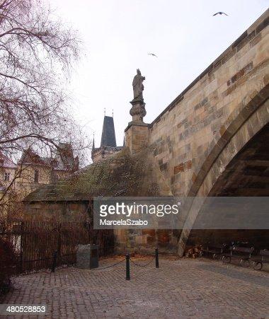 Ponte, edificio, statua : Foto stock