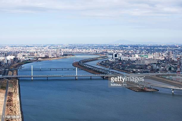 橋の上に建てられた東京の湾