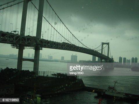 Brücke in den Regen : Stock-Foto