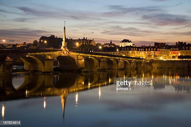 橋の夕暮れのブロワ