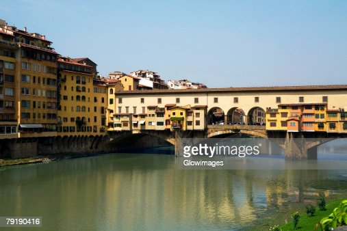 Bridge over a river, Ponte Vecchio, Florence, Tuscany, Italy : Foto de stock