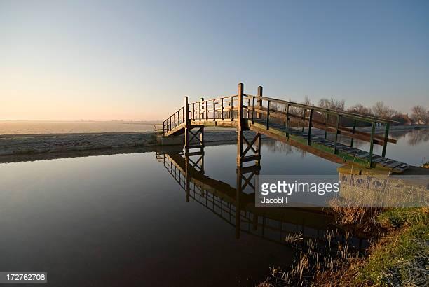 Brücke über nicht Gestörtes Wasser