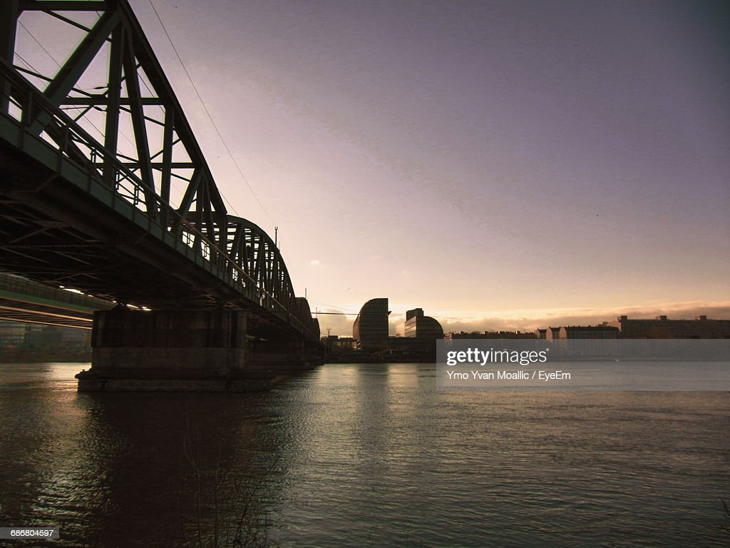 Bridge Over River At Sunset : Stock-Foto