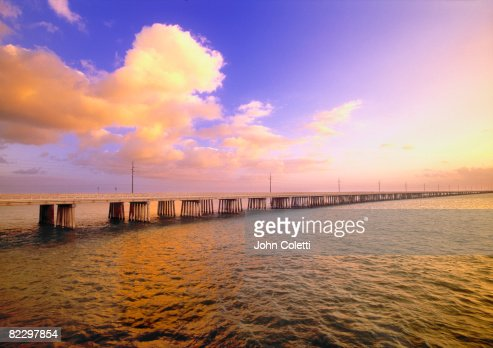 Bridge over water at : Stock-Foto