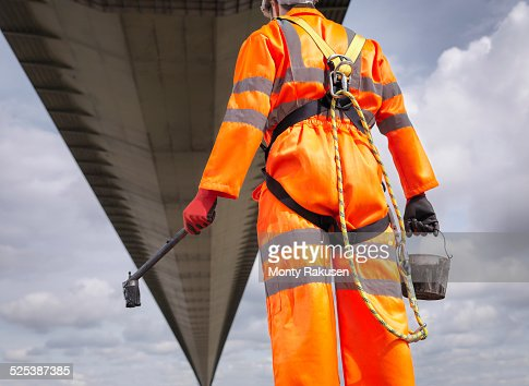 Bridge painter looking at suspension bridge. The Humber Bridge, UK was built in 1981 and at the time was the worlds largest single-span suspension bridge