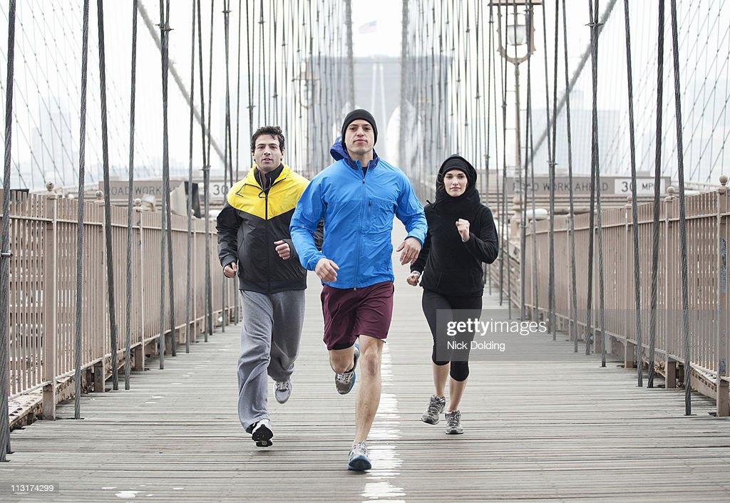 NY Bridge Runners 25 : Stock Photo