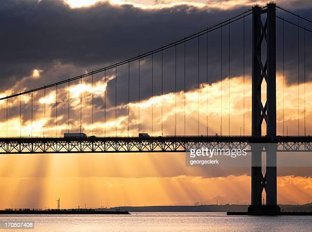 Pont trafic au crépuscule