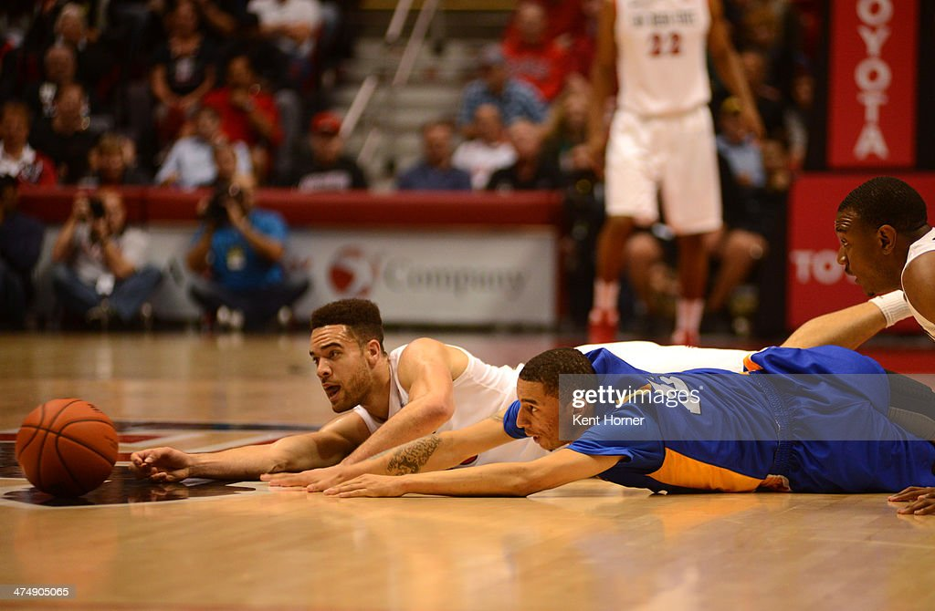Brien of the San Diego State Aztecs dives on the floor for possession of the ball in the first half of the game against Jalen James of the San Jose...