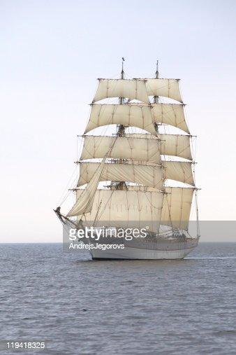Briga Tre Kronor at sea