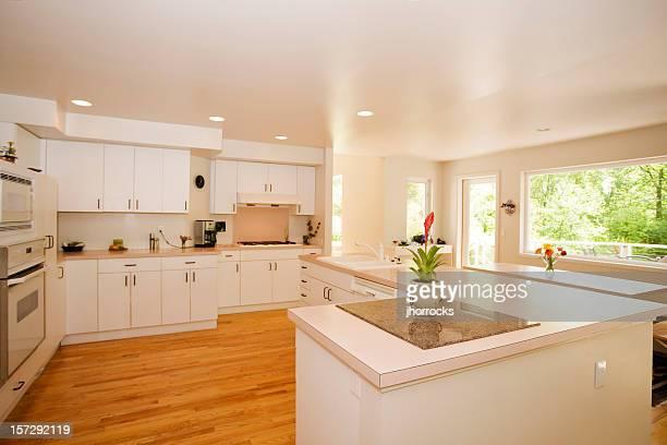 Chambre lumineuse et spacieuse de cuisine