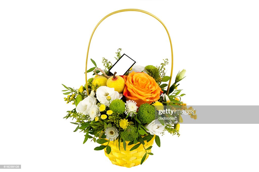 bright arrangement of flowers in basket, isolated background : Foto de stock