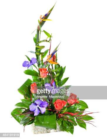 bouquet de flores brilhantes no cesto : Foto de stock
