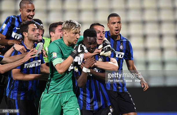 Bright Gyamfi of FC Internazionale celebrates the victory with his team after score the last penalty the juvenile playoff match between FC...