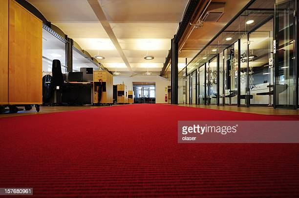 Ufficio con tappeto rosso brillante
