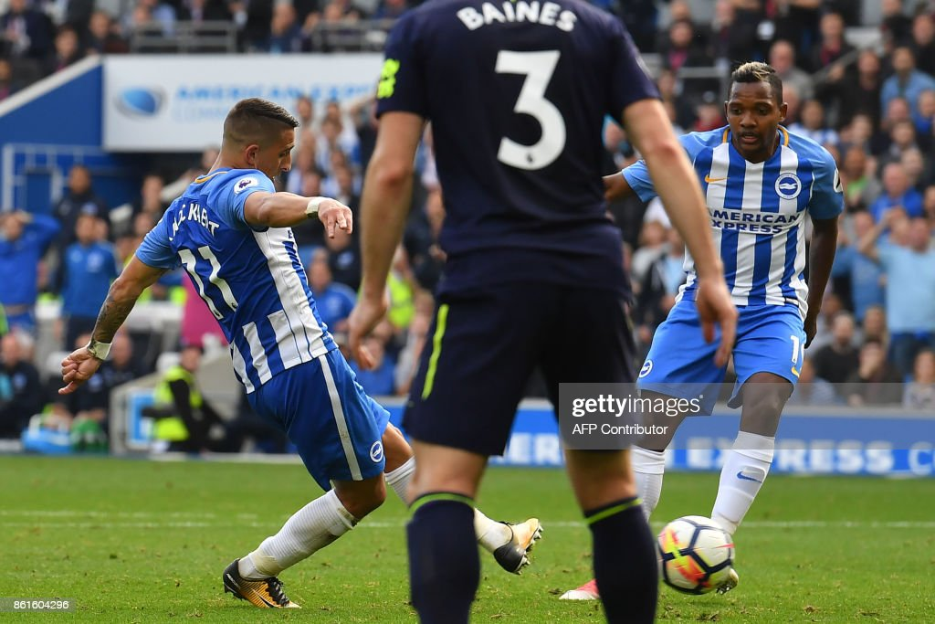 Brighton's French midfielder Anthony Knockaert (L) scores his team's first goal during the English Premier League football match between Brighton and Hove Albion and Everton at the American Express Community Stadium in Brighton, southern England on October 15, 2017. / AFP PHOTO / Ben STANSALL / RESTRICTED TO EDITORIAL USE. No use with unauthorized audio, video, data, fixture lists, club/league logos or 'live' services. Online in-match use limited to 75 images, no video emulation. No use in betting, games or single club/league/player publications. /