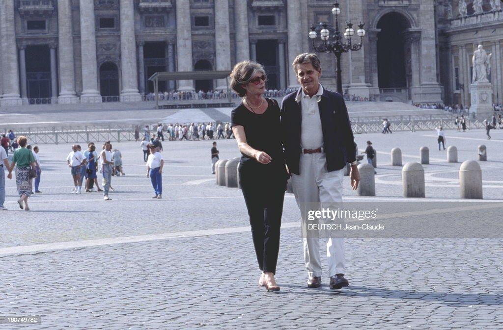 Brigitte Bardot And Bernard D'ormale In Rome. Bernard d'ORMALE avec son épouse Brigitte BARDOT sur la place Saint-Pierre à Rome. Octobre 1995.