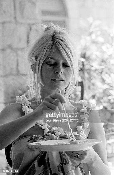 Brigitte Bardot having lunch in her house in May 1967 in Rome Italy