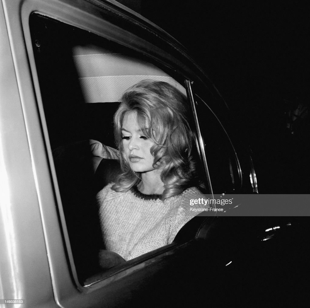 Brigitte Bardot in London for the movie 'Une Ravissante Idiote' directed by Edouard Molinaro with Anthony Perkins on October 26, 1963 in London, United Kingdom.