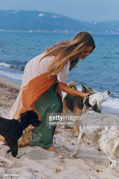 Brigitte Bardot Still Beautiful At 40 SaintTropez Septembre 1974 Portrait de Brigitte BARDOT à l'heure de son anniversaire 40 ans Ici à la plage avec...