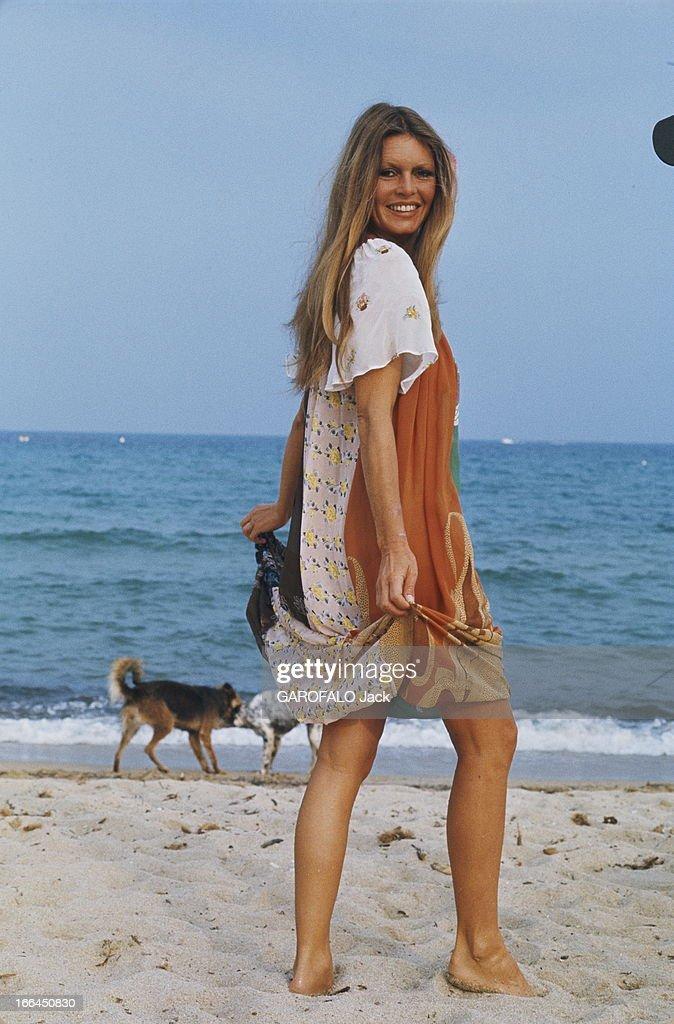 Brigitte Bardot Still Beautiful At 40. Saint-Tropez - Septembre 1974 --- Portrait de Brigitte BARDOT à l'heure de son anniversaire : 40 ans. A la plage avec ses chiens.