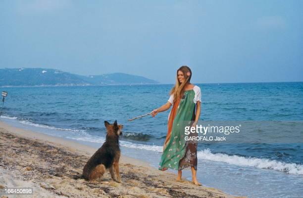 Brigitte Bardot Still Beautiful At 40 SaintTropez Septembre 1974 Portrait de Brigitte BARDOT à l'heure de son anniversaire 40 ans A la plage avec ses...