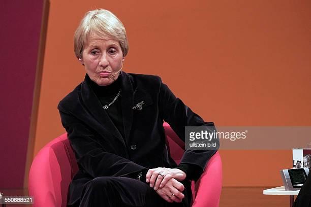 Brigitte SeebacherBrandt Publizistin Autorin D Stellt bei der hr2Hörbuchnacht im hrSendesaal in Frankfurt am Main das Hörbuch 'Willy Brandt Mehr...