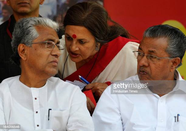 Brinda Karat speaks to the newly elected Tripura chief minister Manik Sarkar as Pinarayi Vijayan looks on during Sangharsh Sandesh Rally at Ramlila...