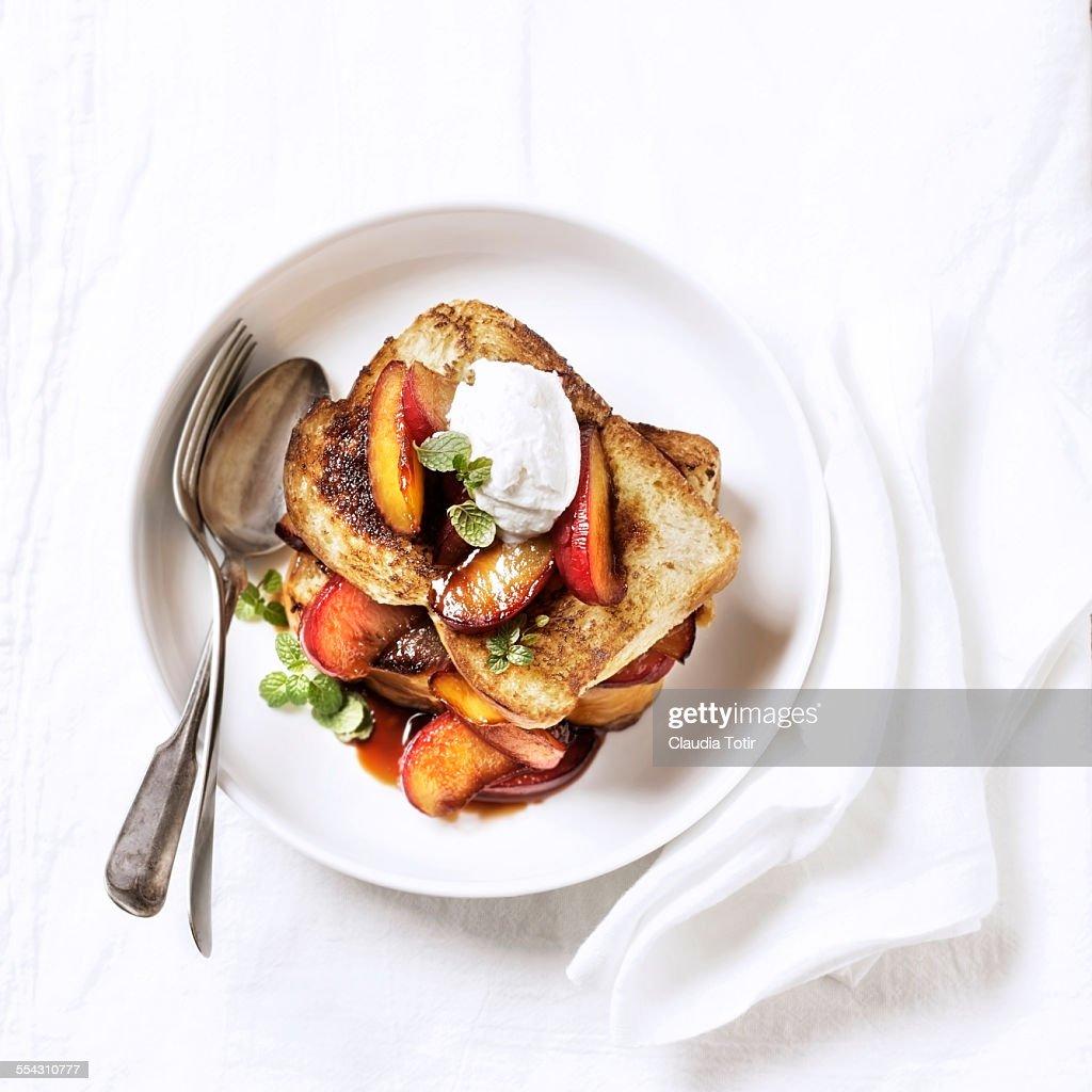 Brioche toast with ice cream and peaches : Stock Photo