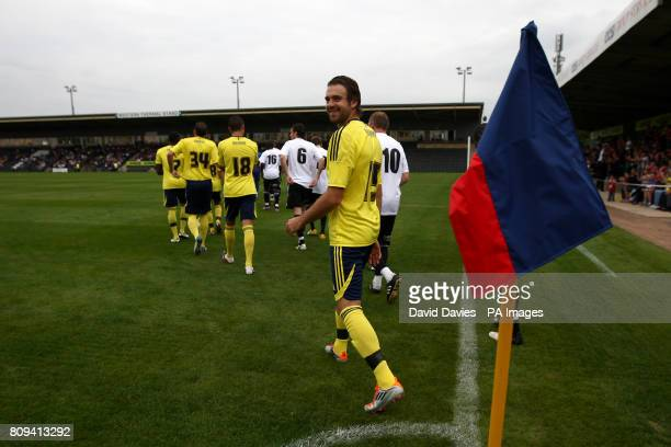 Bristol City's Brett Pitman makes his way on to the field prior to kickoff