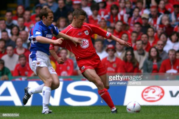 Bristol City's Danny Coles and Carlisle United's Paul Raven battle for the ball