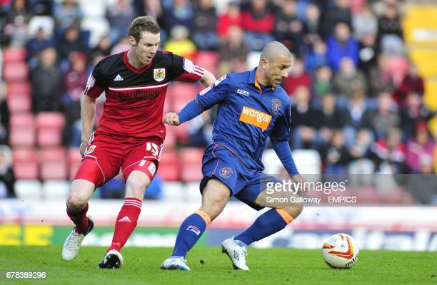 Bristol City's Stephen Pearson and Blackpool's Kevin Phillips