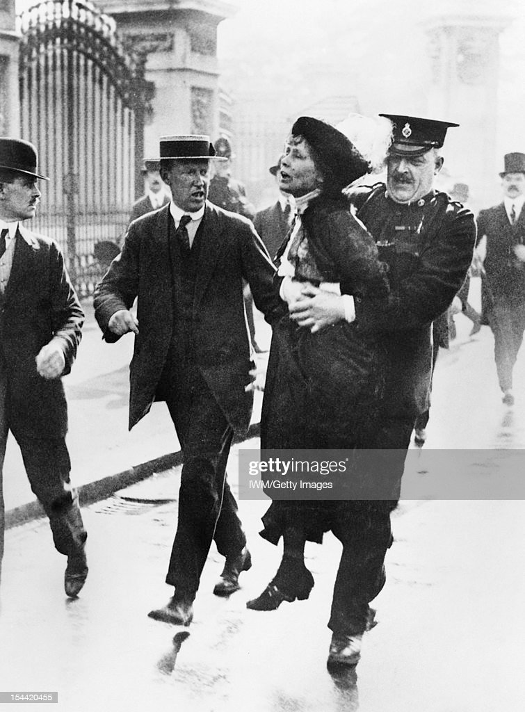 Britain Before The First World War, The leader of the Women's Suffragette movement, Mrs <a gi-track='captionPersonalityLinkClicked' href=/galleries/search?phrase=Emmeline+Pankhurst&family=editorial&specificpeople=226667 ng-click='$event.stopPropagation()'>Emmeline Pankhurst</a> is arrested by Superintendant Rolfe outside Buckingham Palace, London while trying to present a petition to HM King George V, 21 May 1914.