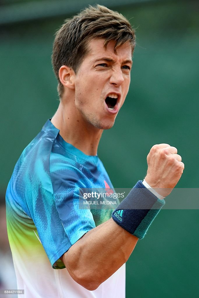 Britain's Aljaz Bedene reacts after winning his men's second round match against Spain's Pablo Carreno-Busta at the Roland Garros 2016 French Tennis Open in Paris on May 26, 2016. / AFP / MIGUEL