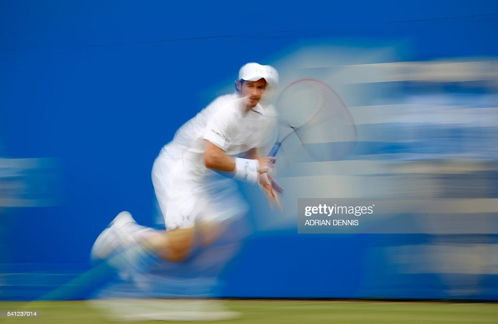 TOPSHOT - Britain's Andy Murray celebrates returns to Canada's Milos Raonic during their men's singles final match at the ATP Aegon Championships tennis tournament at the Queen's Club in west London on June 19, 2016. Murray won the match 6-7, 6-4, 6-3. / AFP / ADRIAN